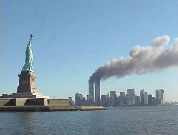 9 11 Statue of Liberty and WTC Never Forget 9 11 Essay